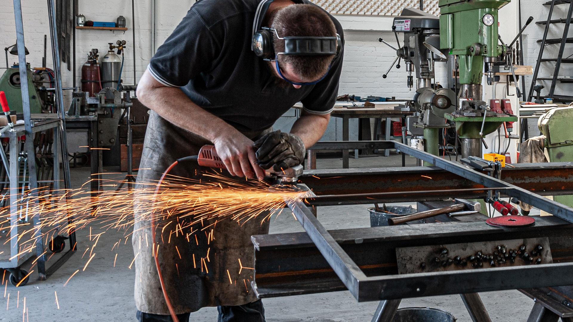 Mitarbeiter bei der Arbeit – Johannes Sitsen Metallbaumeister