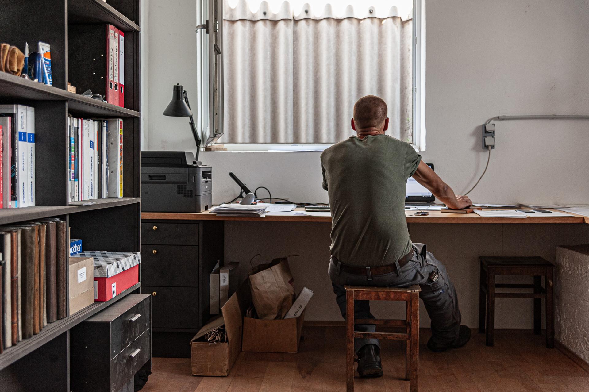 Büroarbeit – Johannes Sitsen Metallbaumeister