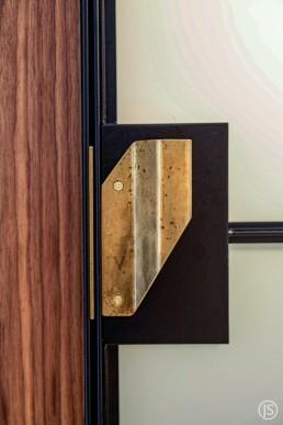 Badtüren mit Messinggriffen – Johannes Sitsen Metallbaumeister